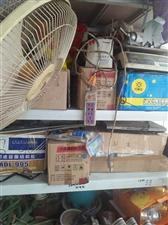 玻璃胶,结构胶,发泡脚,透明胶带,黄胶带,电气胶带。门市不干了剩的底货,给个钱就处理掉了