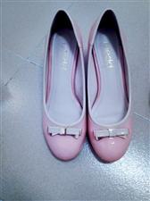 全新,粉色单鞋是名典的,白色皮鞋是太平鸟乐町的,因为怀孕不能穿有跟的了,便宜出。两双打包50,也可以...