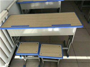 零售出卖课桌椅 九成新   售价QQemail 左旗这里