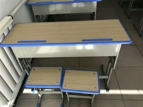 低价出售课桌椅 九成新   价钱电话联系 左旗本地
