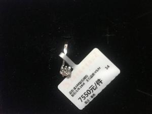 卖老凤祥钻戒一枚,新的,没带过,牌还没有剪掉。买的时候7550,现4500处理,不喜欢的也可以拿着换...
