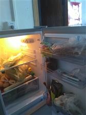 韩电冰箱,七月初购于南方家电,原价980元,现特价550元出。够一到两人使用。联系电话1887044...