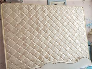 全友买的椰棕垫,现低价700元出售,九成新,上门自提哦,可以先看货的啦,一米八乘两米