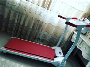 跑步机一台一千五买的。玩了不够十次,九成新,现低价900元出售,可以先看货的呢