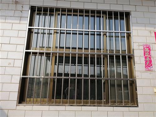 出售不锈钢门窗,有意者联系:15517876001
