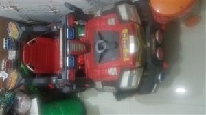 儿童电动车,可正常使用。联系电话13648299533向女士