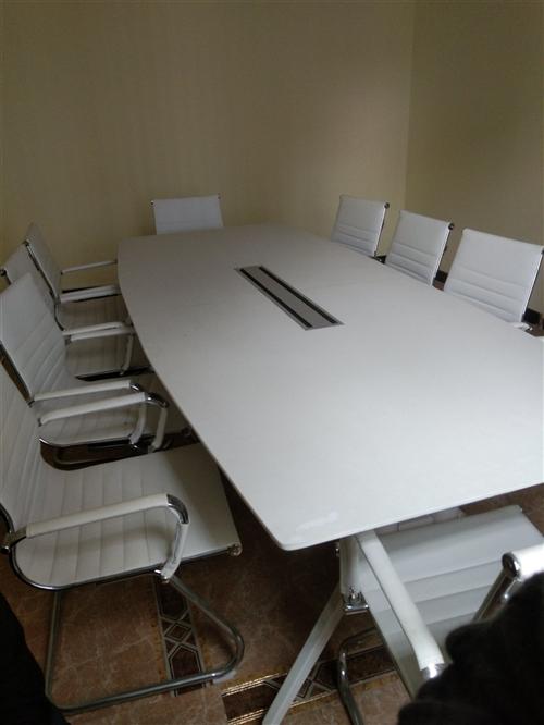 九层新办公桌椅低价处理
