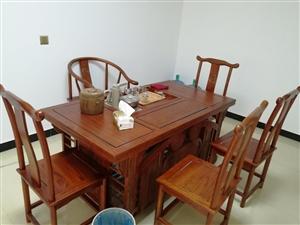 一张九成新茶台、两张九成新办公桌、一个新档案柜,打包外加四把椅子处理