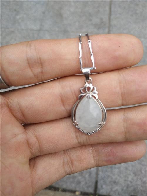 翡翠项链原价3800,还不到一年,现急需转卖。
