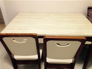 本人有一套新品牌实木餐桌出售,有意者面议