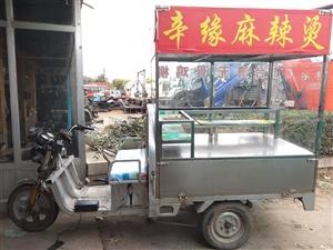 义县低价出售电动三轮小吃车,电瓶可用,车厢1米�w1.5米,联系电话:13019814149