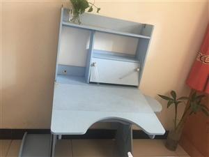 九成新的学习桌,桌椅都可以根据孩子身高调节,