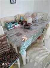 沙发3600餐桌一桌六椅1600,不多说,看图片,九九新。搬家用不着,便宜处理!沙发餐桌都有配套垫子...