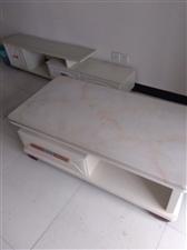 这是我去年买的家具,因搬迁现将这些家具低价出售,有意者价格面谈,地址滨河佳园电话1310801838...