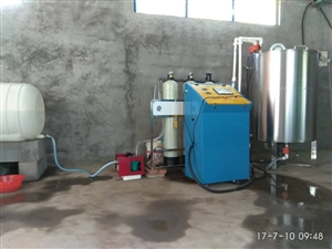 低价转让搅拌机,有净水器,全自动进料出料操作机,800公斤搅拌机,可用于生产漆类,洗衣液,混和油等等...