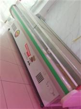 出售冰牛展示柜用了一年9成新,原价3500,售价1500,有意者电话联系或着来朝阳街双汇冷鲜肉面谈1...