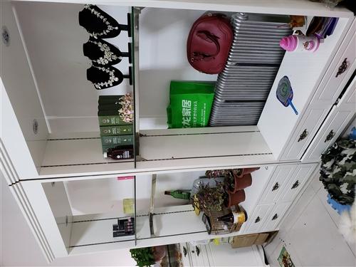 美妆纹绣韩式小白柜八成新现到地方急需出售,地址在澳门金沙城中心,澳门金沙官网胜利加油站斜对面,高柜三组吧台一个