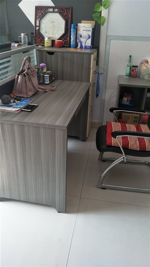 办公室桌椅,给钱就卖!
