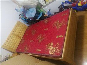 1.2米小床,由于宝贝长大了需要换大床,因此转让。有需求电议,非诚勿扰。