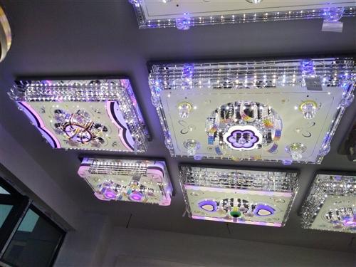 丰都县国际商贸城。19栋二层21号。繁荣灯饰批发部。专业批发,上门维修。客厅吊灯,水晶灯,餐厅灯,卧...