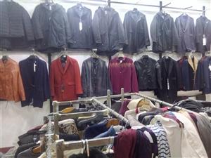 因有事,服装店不干了,现有尾货一宗,都是质量上乘的男士服装,主要是裤子和上衣,低价处理,适合步行街摆...