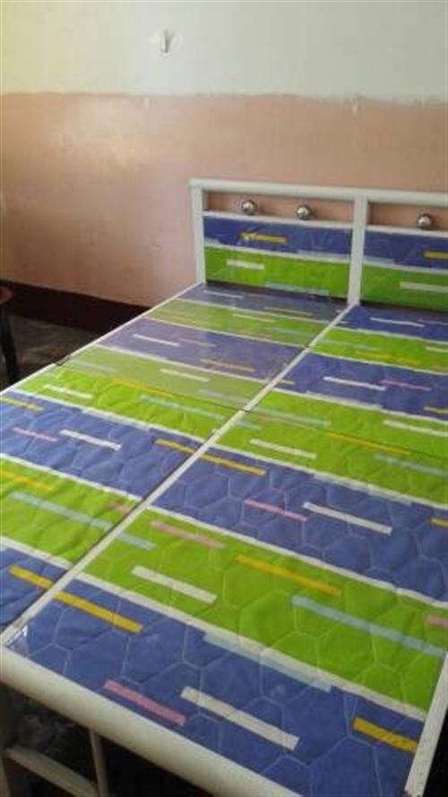 150元,出售二手双人床1.8米的,用了一个月,款式如上图, 或者置换1.5米的床一张