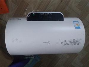 美的防电墙数显热水器,用了不到一年,搬家便宜处理600要的直接打电话,所有配件齐全。