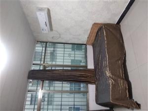 各位在鲁山为理想拼搏的精英,东升公寓给您一个温暖的家。公寓干净卫生,厨房,卫生间,热水器,空调齐全,...