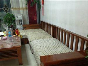 九成新家具一整套,沙发,茶几,电视柜,沙发有靠背,一直没用,3200,一整套,几乎为全新,去年新买,...