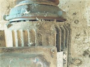 高價回收舊電機,電瓶,起動機,壓縮機,舊軸承,廢電動工具,水泵。高價回收不銹鋼,廢銅廢鋁破鐵。上門回...