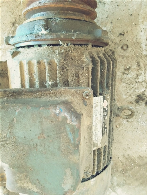 高价回收旧电机,电瓶,起动机,压缩机,旧轴承,废电动工具,水泵。高价回收不锈钢,废铜废铝破铁。上门回...