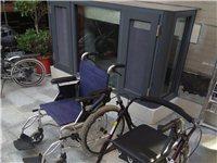 铝合金轮椅(八成新),助步椅(九成新)。600元/件。  铝合金轮椅:重量轻,出行方便,折叠后可...
