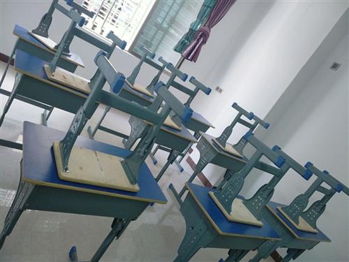 有大量办公设备,课桌椅,打印机,九成全新低价售出