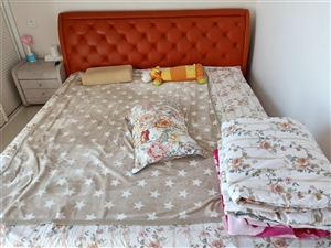 品牌斯帝罗兰,羊皮软包床,加床垫,1.8两米,自取