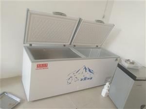 出售  雙開門大冰柜  9.5層新就用了倆月  現低價出售1100元  有意的聯系  2米長