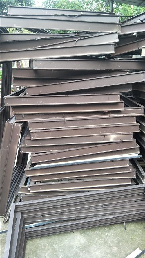 大量出售二手铝合金门窗(成品),彩钢瓦,各种型号矩管,立柱,成品屋架等价格优惠联系电话1808043...