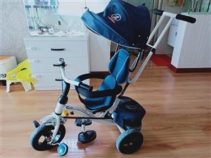 三轮手推车,带刹车,遮阳棚。八成新,适合六个月以上会坐的宝宝,原价四百多买的,现便宜出。
