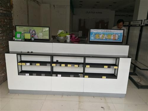 1.2米、1.8米风暮机各两个,高档吧台一个,功能含电脑桌,收银台,精品货架,广告牌,储物等于一体,...