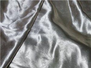 遮阳窗帘宽3米高2.3米未收边1套半,薄窗帘高3米宽3米1套半,100一套,