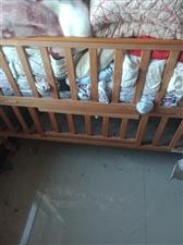 生宝宝时在爱宝坊买的,因为是头胎,所以比较疼爱,买的这款童床是店里最好的,材质是进囗的安全无毒的材料...
