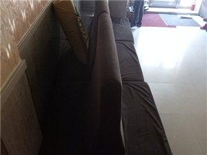 饭店烧烤店用的靠背沙发,单面的四个,背靠背的三个,1.5米长。全套1000元。联系电话1351261...