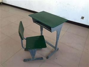 15套课桌出售六成新