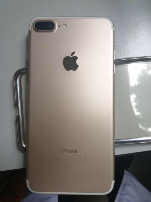 苹果7p金色,32g,很新,无磕碰。功能全好,有意短信联系。价格可讲,合适就卖。