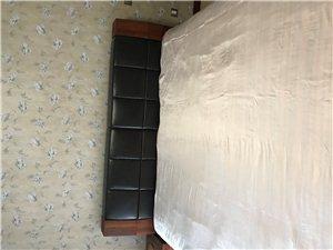忍痛割爱,转让阳光福叶豪华实木真皮2??2.2米大床及正宗巴厘岛同尺寸乳胶床垫,价格21500元。