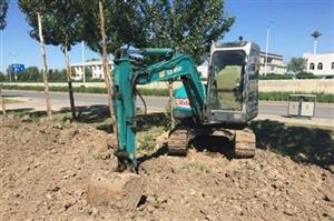 正常使用中小型勾机,可用于城市建设,水、气、电管道预设。价格面议。