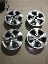 出售16寸轮毂,原车拆下来的16寸九成新,四个一千块,府谷,15509225255