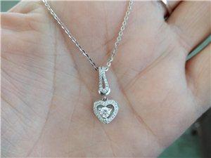 周大生钻石项链,原价一套9126现价7000,也可以单拿吊坠6500,原价7858的。买回来没带过几...