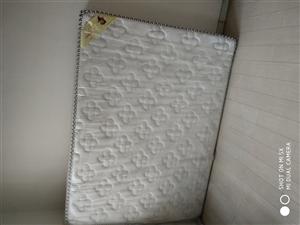 品牌床�|1.5*2米,�I��4��月,一次�]用�^,便宜�D�。