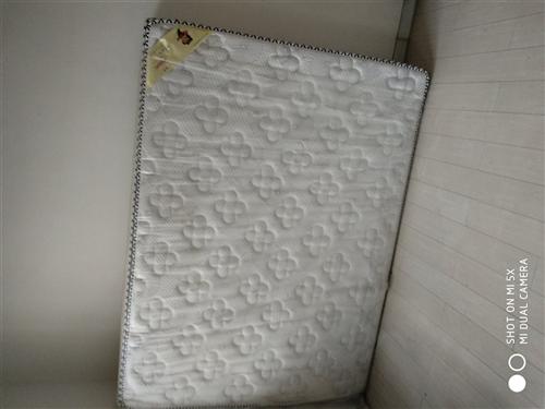 品牌床墊1.5*2米,買來4個月,一次沒用過,便宜轉讓。