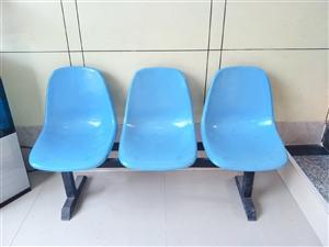 低价出售: 排椅2组(6坐)